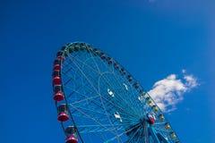 Μπλε ρόδα του Τέξας Ferris με το μπλε ουρανό Στοκ Φωτογραφία