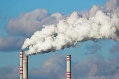 μπλε ρύπανση εργοστασίων ανασκόπησης αέρα Στοκ Φωτογραφία