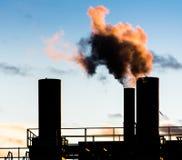 μπλε ρύπανση εργοστασίων ανασκόπησης αέρα Στοκ Φωτογραφίες