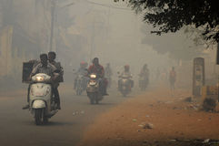 μπλε ρύπανση εργοστασίων ανασκόπησης αέρα Στοκ Εικόνες