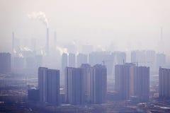 μπλε ρύπανση εργοστασίων ανασκόπησης αέρα Στοκ Εικόνα