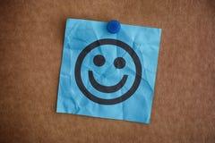 Μπλε σημείωση εγγράφου με το ευτυχές πρόσωπο Στοκ Εικόνες