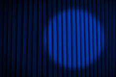 Μπλε σκηνικές κουρτίνες επικέντρων Στοκ εικόνα με δικαίωμα ελεύθερης χρήσης