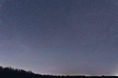Μπλε σκοτεινός νυχτερινός ουρανός με πολλά αστέρια Eridanus, Cetus, Aries Στοκ Εικόνες
