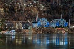 Μπλε σπίτια βαρκών Στοκ φωτογραφία με δικαίωμα ελεύθερης χρήσης