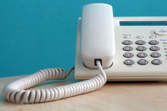 μπλε στενό τηλεφωνικό πλάνο γραφείων που τονίζεται επάνω Στοκ φωτογραφία με δικαίωμα ελεύθερης χρήσης