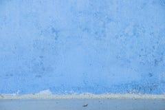 Μπλε συγκεκριμένη ταπετσαρία με τη σύσταση τραχιάς επιφάνειας Στοκ Φωτογραφίες