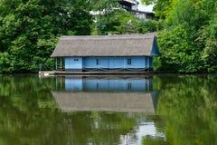 Μπλε συμμετρία σπιτιών Στοκ εικόνες με δικαίωμα ελεύθερης χρήσης