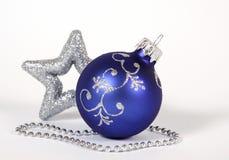 Μπλε σφαίρα Χριστουγέννων Στοκ φωτογραφίες με δικαίωμα ελεύθερης χρήσης