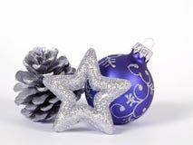 Μπλε σφαίρα Χριστουγέννων Στοκ Φωτογραφία