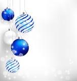 Μπλε σφαίρες Χριστουγέννων στο λευκό απεικόνιση αποθεμάτων