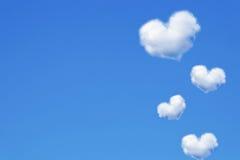 μπλε σύννεφων ημέρας καρδιών βαλεντίνος ουρανού απεικόνισης διαμορφωμένος το s Στοκ φωτογραφίες με δικαίωμα ελεύθερης χρήσης