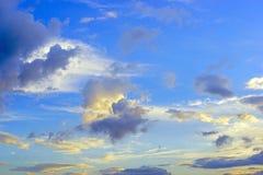 μπλε σύννεφων και ουρανού Στοκ Φωτογραφίες