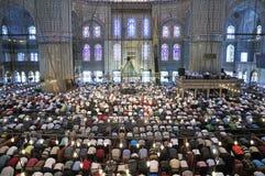 Μπλε τελετουργικό μουσουλμανικών τεμενών της λατρείας που κεντροθετείται στην προσευχή Στοκ Εικόνες