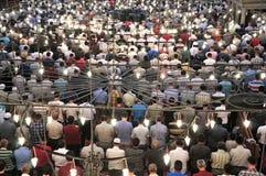 Μπλε τελετουργικό μουσουλμανικών τεμενών της λατρείας που κεντροθετείται στην προσευχή Στοκ φωτογραφίες με δικαίωμα ελεύθερης χρήσης