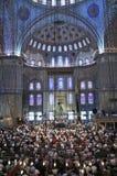 Μπλε τελετουργικό μουσουλμανικών τεμενών της λατρείας που κεντροθετείται στην προσευχή Στοκ Φωτογραφία