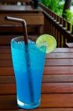 Μπλε της Χαβάης πίνει τη σόδα στοκ εικόνες