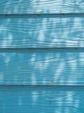 μπλε τοίχος ξύλινος Στοκ Φωτογραφίες