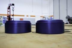 Μπλε τροχαλία Ergal στο μέταλλο στην αποθήκη Στοκ φωτογραφία με δικαίωμα ελεύθερης χρήσης