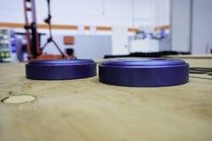 Μπλε τροχαλία Ergal στο μέταλλο στην αποθήκη Στοκ Φωτογραφίες