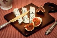 Μπλε τυρί και φρέσκα σύκα Στοκ Εικόνα