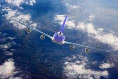 Μπλε υποβάθρου αεροπλάνων ταχύτητας αέρα αεροπορίας ουρανού ταξιδιού σύννεφων αεροπλάνων Στοκ Φωτογραφία