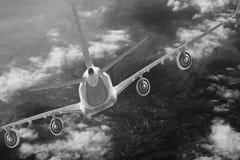 Μπλε υποβάθρου αεροπλάνων ταχύτητας αέρα αεροπορίας ουρανού ταξιδιού σύννεφων αεροπλάνων Στοκ Φωτογραφίες