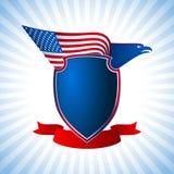 Μπλε υποβάθρου πετάγματος φτερών σημαιών αμερικανικών ασπίδων αετών Στοκ Εικόνα