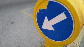 Μπλε υποχρέωση σημαδιών κυκλοφορίας Στοκ Φωτογραφία