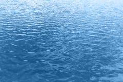 Μπλε υπόβαθρο κυμάτων νερού Στοκ Φωτογραφία