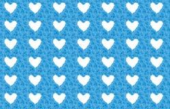 Μπλε υπόβαθρο λουλουδιών με τις άσπρες καρδιές Στοκ εικόνες με δικαίωμα ελεύθερης χρήσης
