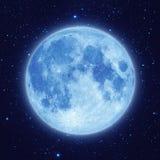 Μπλε φεγγάρι με τον ουρανό αστεριών τη νύχτα Στοκ εικόνα με δικαίωμα ελεύθερης χρήσης