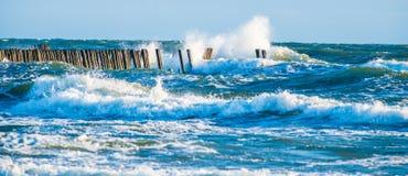 μπλε φυσικά κύματα θάλασσας ανασκόπησης Στοκ Εικόνα