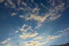 μπλε φωτεινός ουρανός στοκ φωτογραφία με δικαίωμα ελεύθερης χρήσης