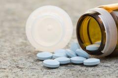 μπλε χάπια ταινία μέτρου υγείας έννοιας μήλων Στοκ Φωτογραφία