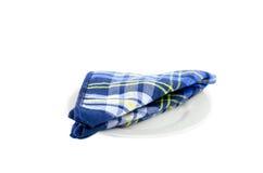 Μπλε χαρτομάνδηλο στο άσπρο πιάτο Στοκ εικόνες με δικαίωμα ελεύθερης χρήσης