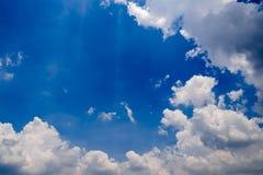 μπλε χνουδωτός ουρανός σύννεφων Στοκ εικόνες με δικαίωμα ελεύθερης χρήσης