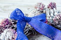 μπλε Χριστούγεννα τόξων Στοκ φωτογραφία με δικαίωμα ελεύθερης χρήσης