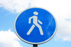 μπλε όψη απόχρωσης οδικών σημαδιών γωνίας ευρέως Στοκ Εικόνα