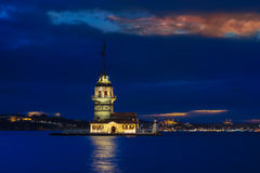 Μπλε ώρα κοριτσιού πύργος & Στοκ εικόνα με δικαίωμα ελεύθερης χρήσης