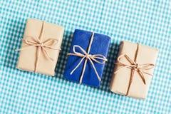 μπλε δώρο κιβωτίων ανασκόπ Στοκ Εικόνα