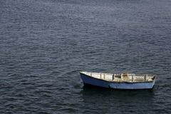Μπλε Dingy Στοκ εικόνες με δικαίωμα ελεύθερης χρήσης