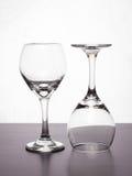 μπλε dof ρηχό κρασί γυαλιών Στοκ φωτογραφία με δικαίωμα ελεύθερης χρήσης