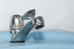 μπλε dof χαμηλό ύδωρ απόχρωσης βρυσών στοκ φωτογραφία με δικαίωμα ελεύθερης χρήσης