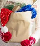 μπλε snowflake αγορών πώλησης Χριστουγέννων τσαντών ριγωτό Στοκ εικόνες με δικαίωμα ελεύθερης χρήσης
