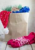 μπλε snowflake αγορών πώλησης Χριστουγέννων τσαντών ριγωτό Στοκ Εικόνες