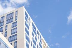 μπλε Windows γραφείων οικοδόμη&s Στοκ Φωτογραφία