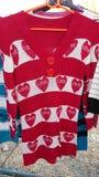 Μπλούζα, μακρύς-sleeved κόκκινη καρδιά Στοκ φωτογραφία με δικαίωμα ελεύθερης χρήσης