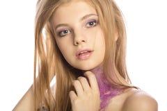 Μυθικό ξανθό πρότυπο με την τέχνη makeup που θέτει στο στούντιο πέρα από ένα wh Στοκ φωτογραφία με δικαίωμα ελεύθερης χρήσης