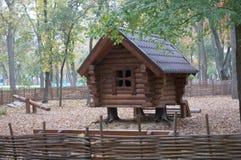Μυθικό σπίτι των ρωσικών παραμυθιών Στοκ εικόνες με δικαίωμα ελεύθερης χρήσης